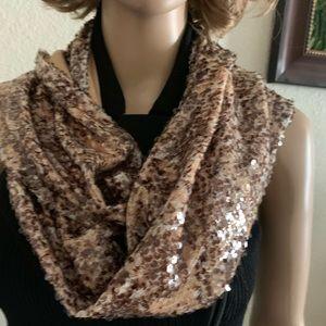 (INC) Woman's scarf